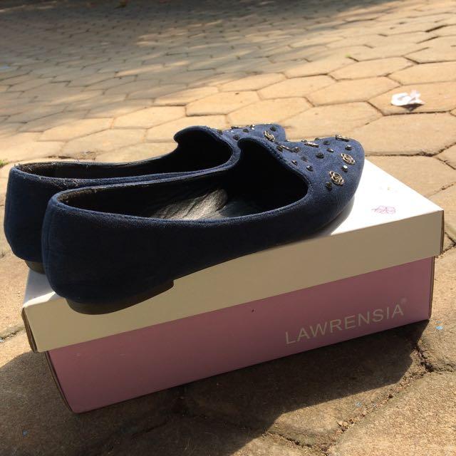 Flat Shoes (Lawrensia)