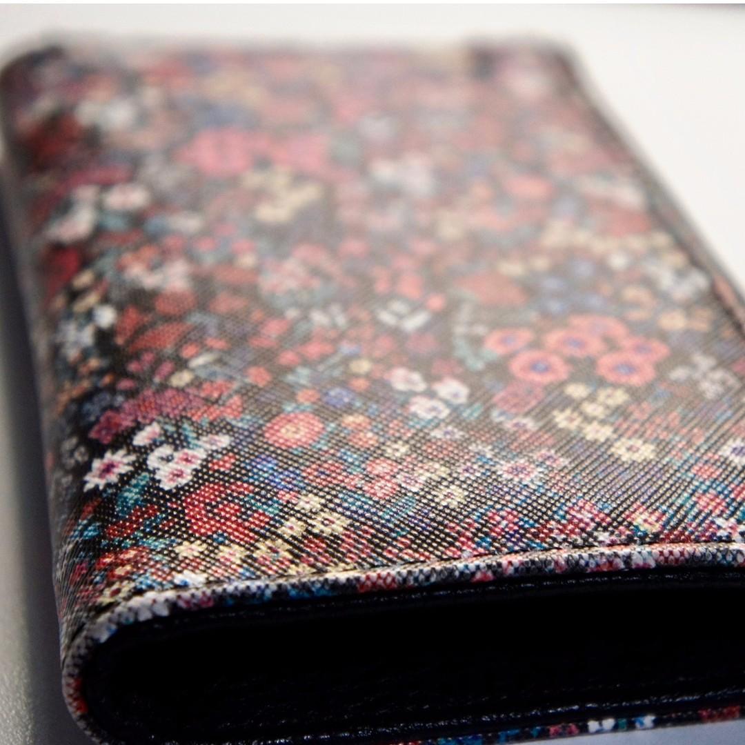 Flowery wallet