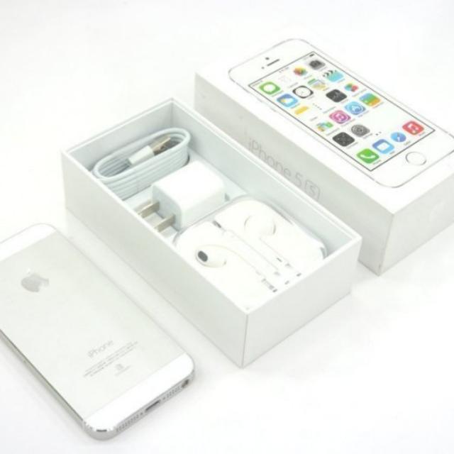 iPhone 5s 32G銀色   外觀近全新    版本9.3.5送玻璃保護貼   電池10次循環   二手機交換 4999     單買5999   女用機 超新   配件為二手品 可使用送玻璃貼   買新的不如買這台買新的不如買這台