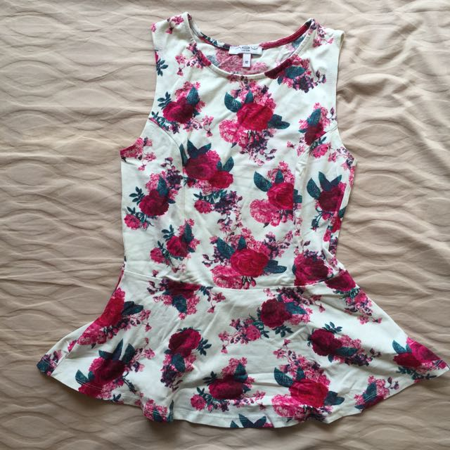 (NEW) New Look – Floral Peplum Top