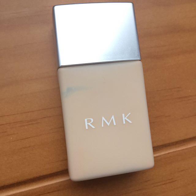 RMK高效UV清透粉底液102