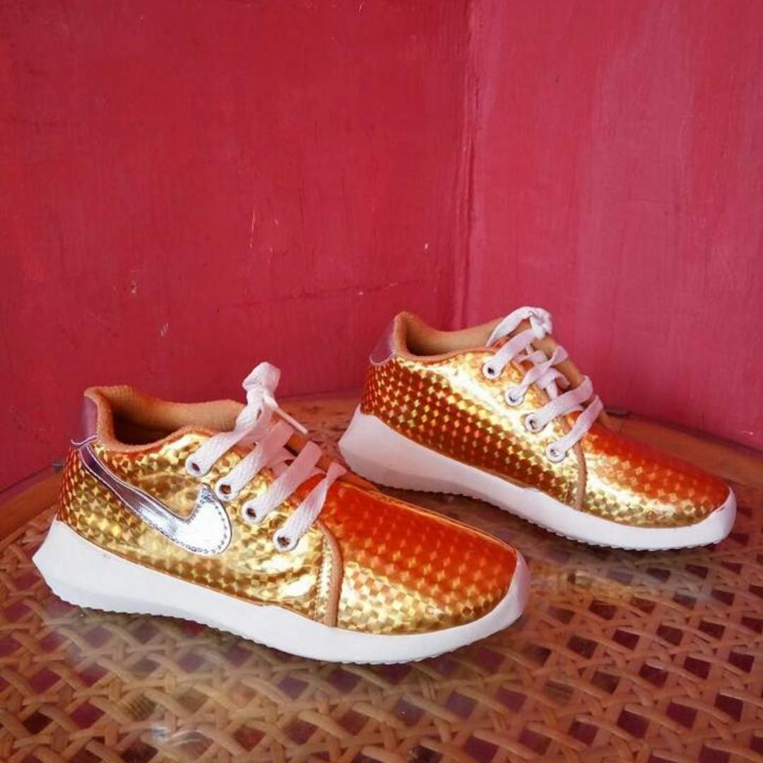 Sepatu Sneakers/ Sepatu kets NIKE - Gold
