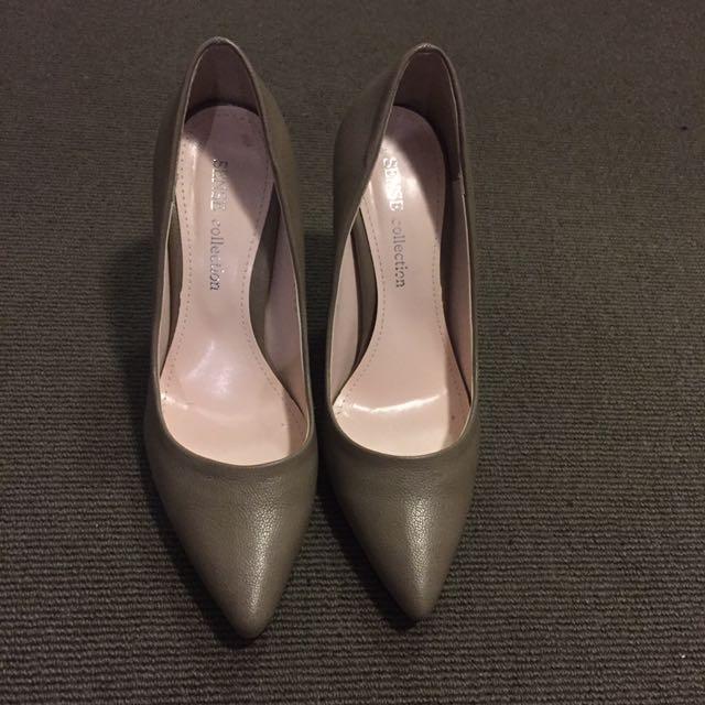 Size 6 high heel