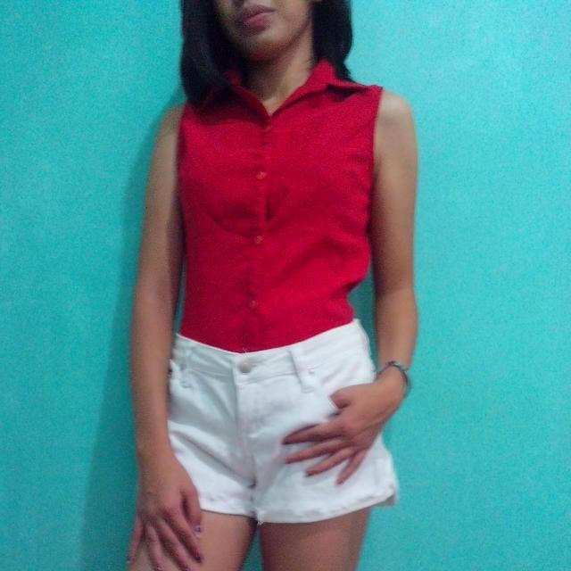 sleeveless red top