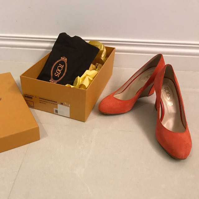 TODS橘色楔形鞋