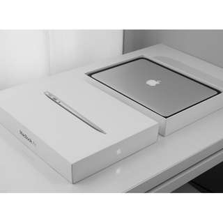 Apple MacBook Air 13.3Inches 512GB Perfect 8GB SG Full SET