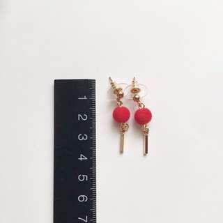 喜宴場合必用的紅絲絨耳環