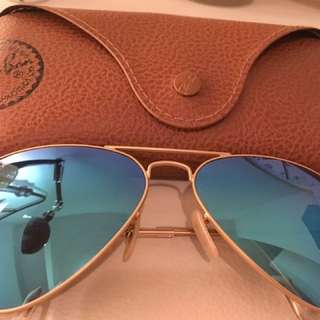 Gold frame Ray-ban aviator sunglasses with case