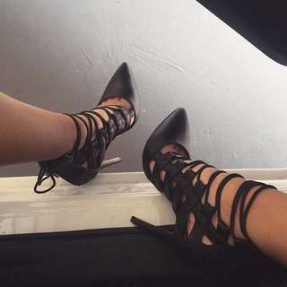 LACE UP HEELS SIZE 39
