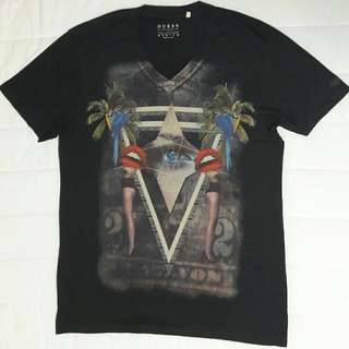 Brand New GUESS V Neck T medium Size T Shirt