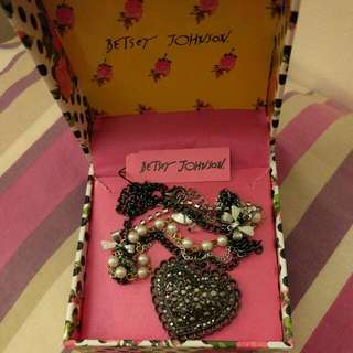 NEW BETSEY JOHNSON NECKLACE