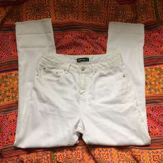 ❌High waisted distressed white jeans