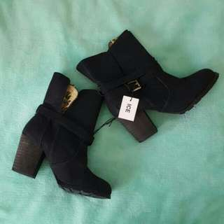Brand New Size 9 Ladies Boots