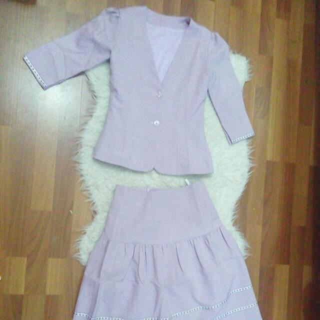 1 set blazer and skirt
