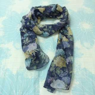 二手 花朵藍底絲巾(不含運)