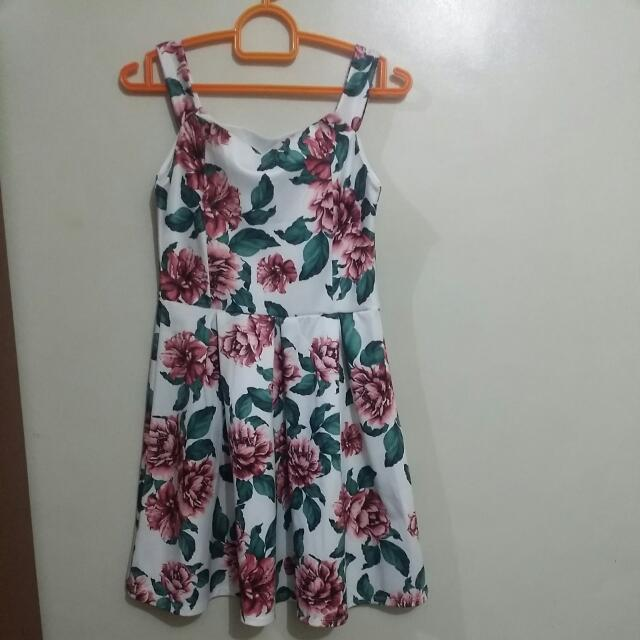 Floral Dress Knee Length (Size Small)