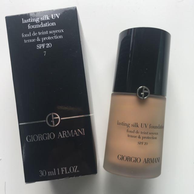 Giorgio Armani Lasting Silk UV Foundation Shade 7