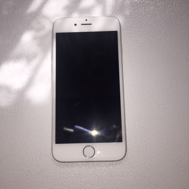 Silver iPhone 6/16gb Locked to (ROGERS)