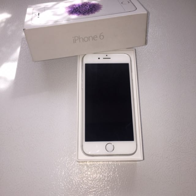 Sliver iPhone 6/16gb  Locked To (BELL)