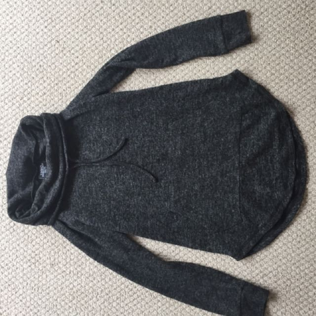 Small Circle-hooded Sweater