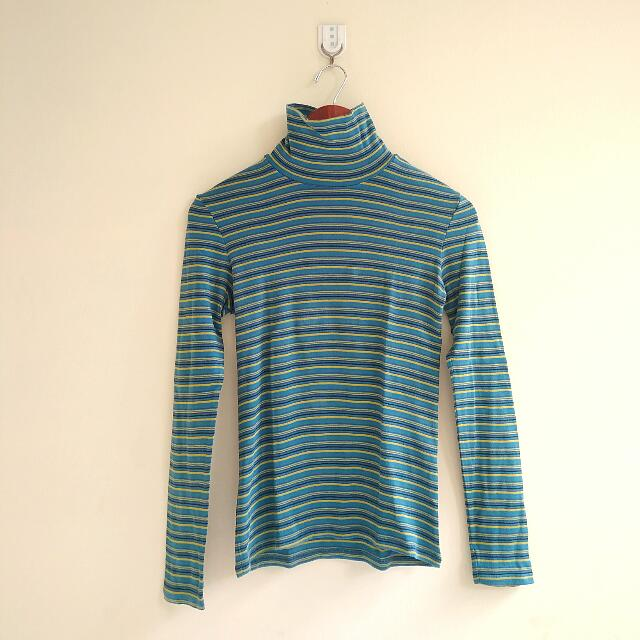 UNIQLO STRIPE TURTLENECK