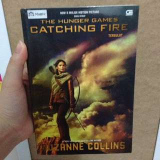 novel The Hunger Games : Catching Fire - Suzanne Collins
