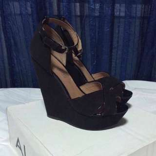 Aldo wedge size7