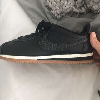 Nike Classic Cortez Leather Lux Size 7