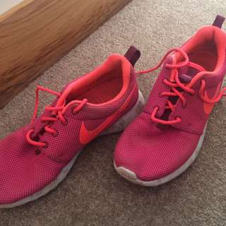 Pink Nike Roches