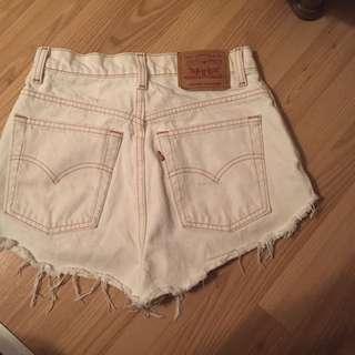 Size 28 Levi Shorts