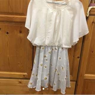 天藍底白花裙洋裝