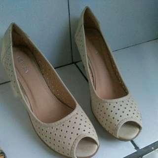 Sepatu Wedges Nevada