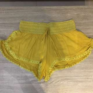 Mustard Beach Shorts Size Small