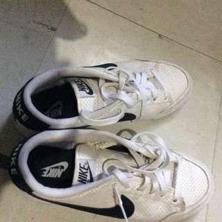 Nike White Shoes Size 8 US.