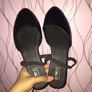 Sepatu The Little Things