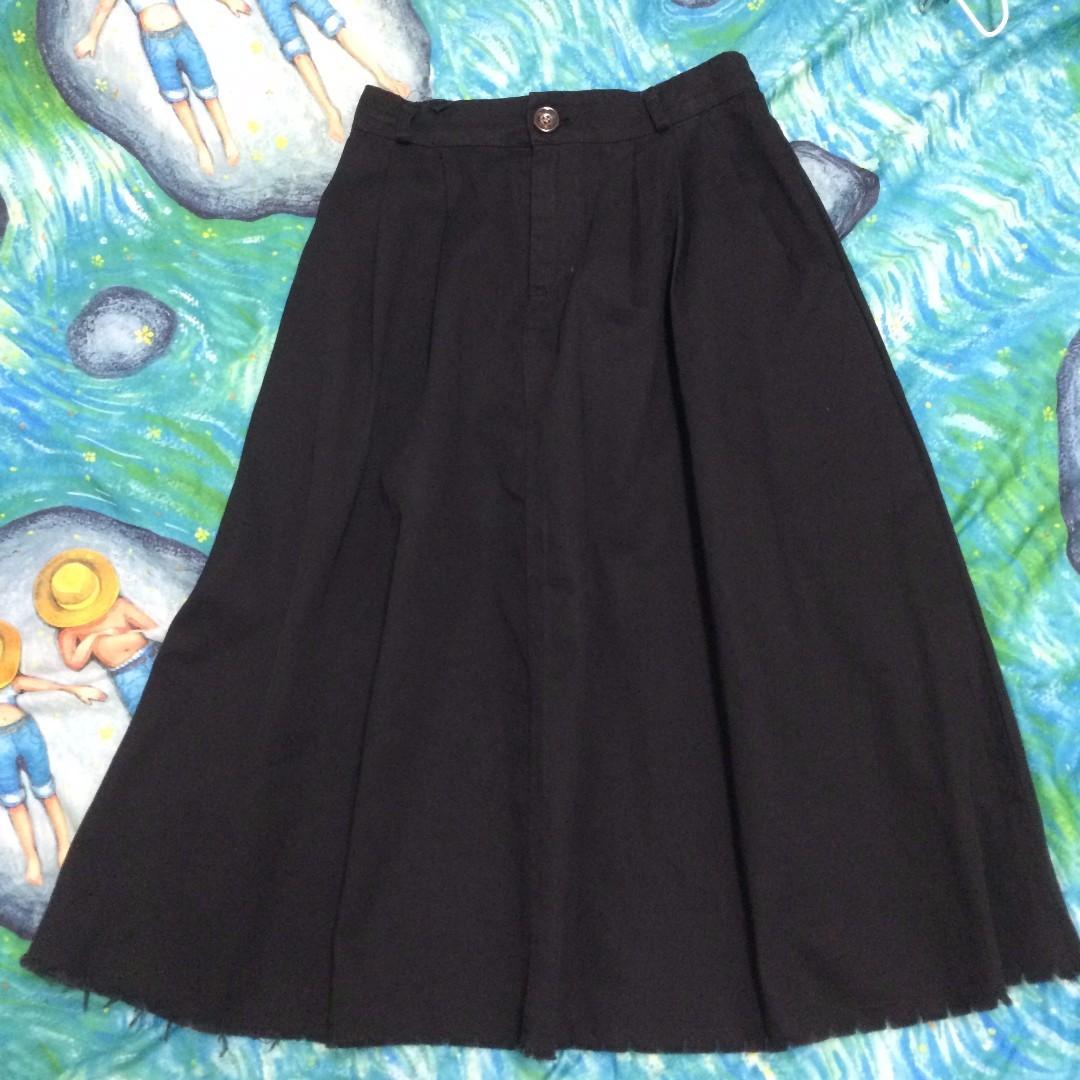 下擺特別黑長裙