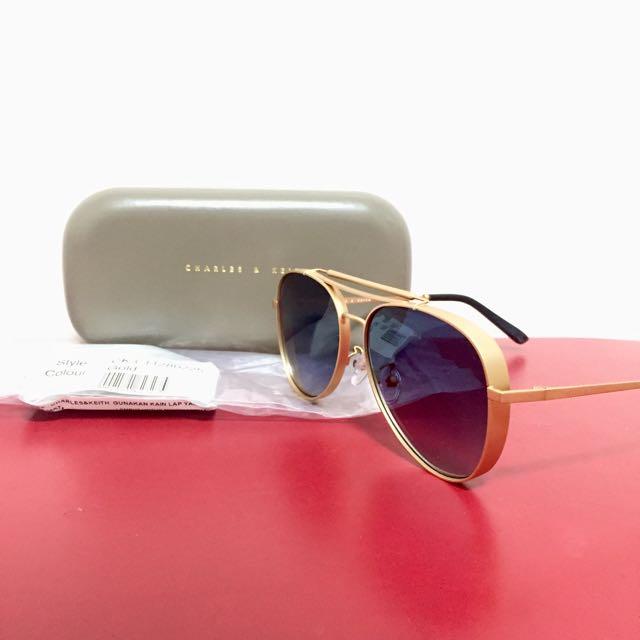 Kacamata Hitam / Black Sunglasses Vintage Gold Charles & Keith