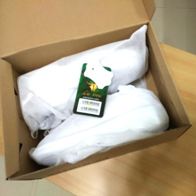 全新超低價再降價出清女用La new白皮鞋護士鞋