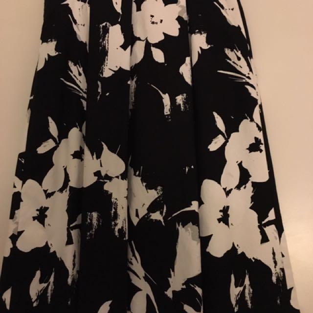 Medium Zara Beautiful Black Floral Print Skirt