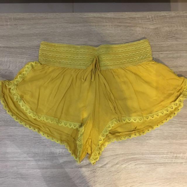Mustard Beach Shorts Size Small
