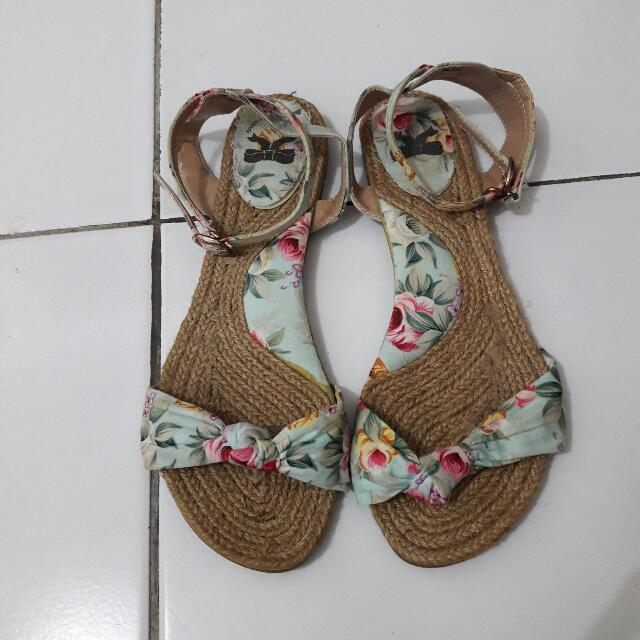 Sepatu Sandal The Little Things Uk 39