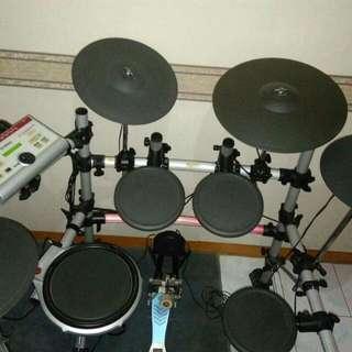 E-DRUM. Jual electronic-drum Yamaha DTXpress IV Special, bonus: double pedal Mapex P380A. Harga Rp. 11 juta (nego)