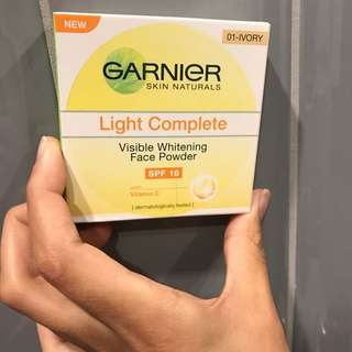 Garnier Face Powder In ivory