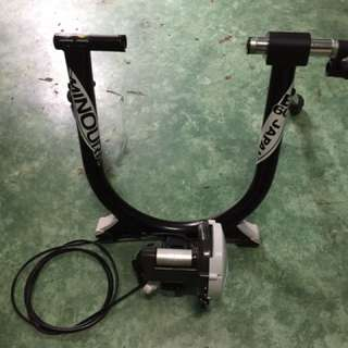 Minoura Bike Trainer w/ remote
