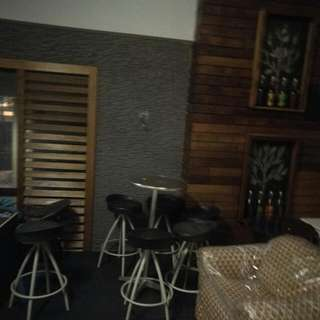 Hi Steel Table With Six Stools Suitable Anywhere Arnd The House Or Caffee