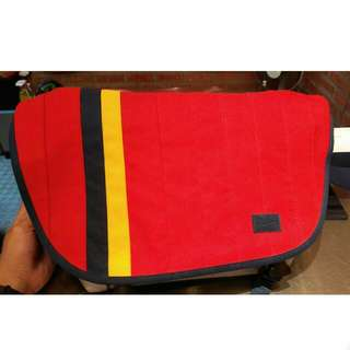 Crumpler Barney Rustle Blanket (M) Messenger Bag