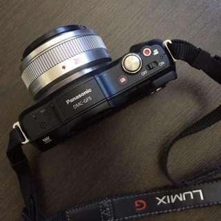 Panasonic DMC-GF5 + Panasonic Lumix G 20mm F/1.7 Pancake Lens