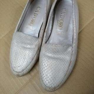 白色 類蛇皮革 銀白色 35號 硬底 女鞋 平底鞋