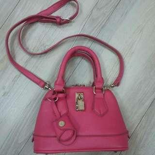 🚚 桃紅色鎖頭小包包 #女裝五折出清