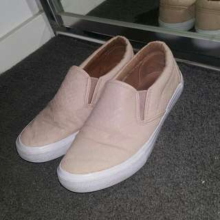 Novo Flats Beige Leather Shoes